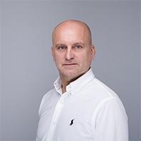dyrektor departamentu Adam Poker